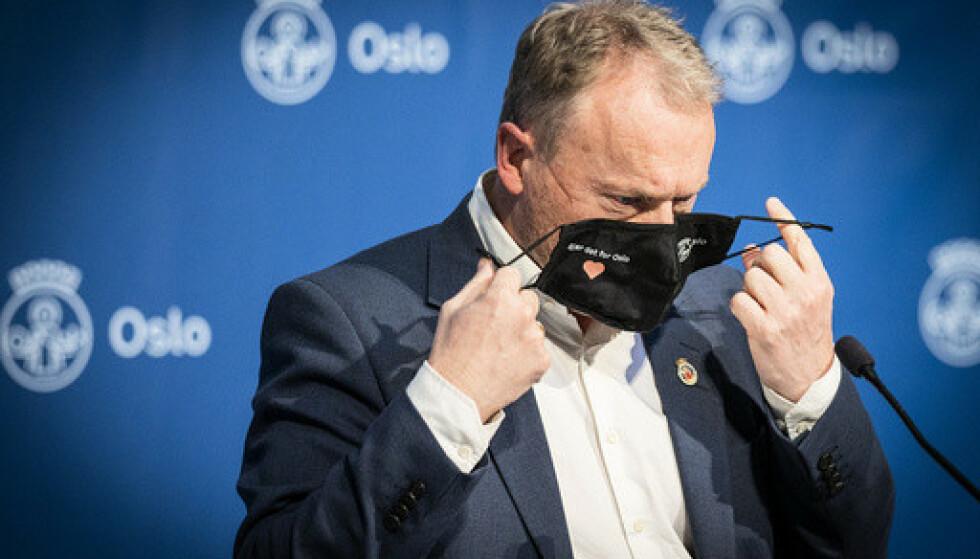 Det er fortsatt en god stund til Oslos innbyggere kan vente seg noen lettelser i coronarestriksjonene, ifølge byrådsleder Raymond Johansen (Ap). Foto: Heiko Junge / NTB