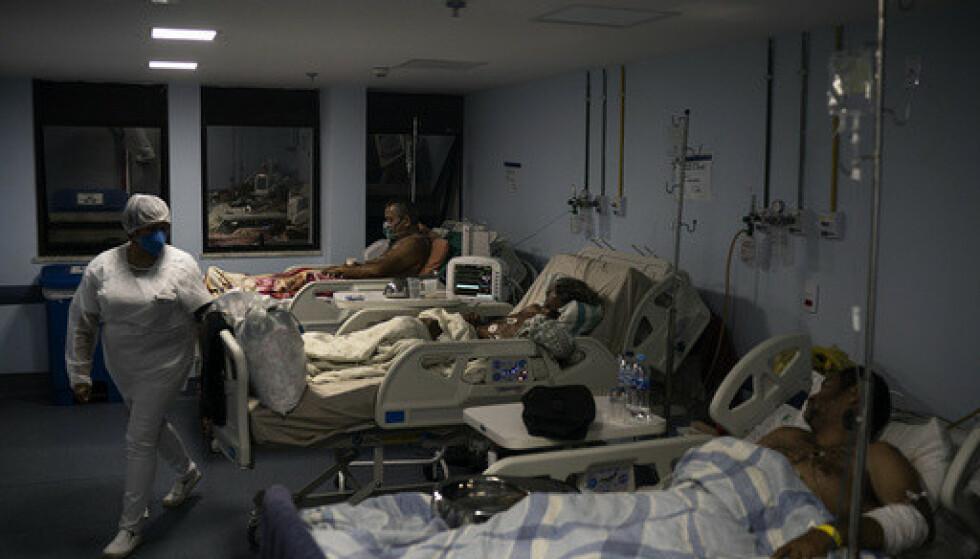Brasils sykehus, som her i Sao Joao de Meriti i Rio de Janeiro, er overbelastet på grunn av de mange koronapasientene. Foto: Felipe Dana / AP / NTB