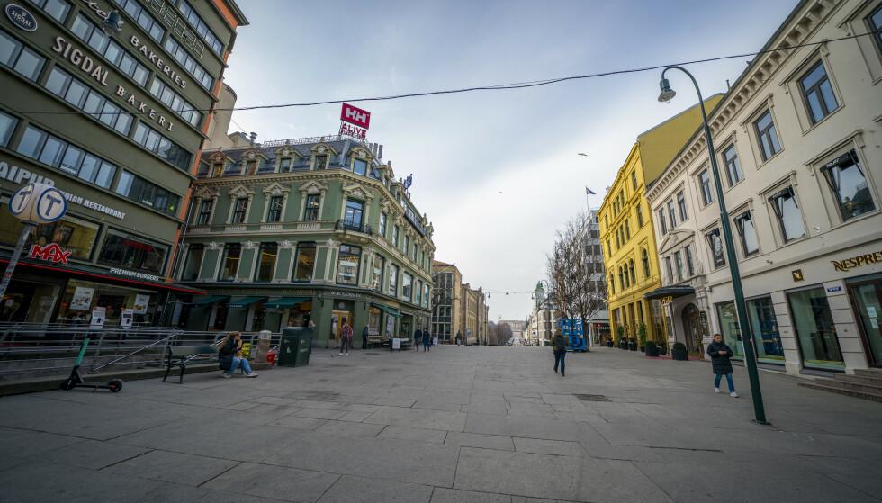 Folketomme Oslo-gater og stengte restauranter gjør at bransjen frykter et ras av konkurser. Foto: Heiko Junge / NTB