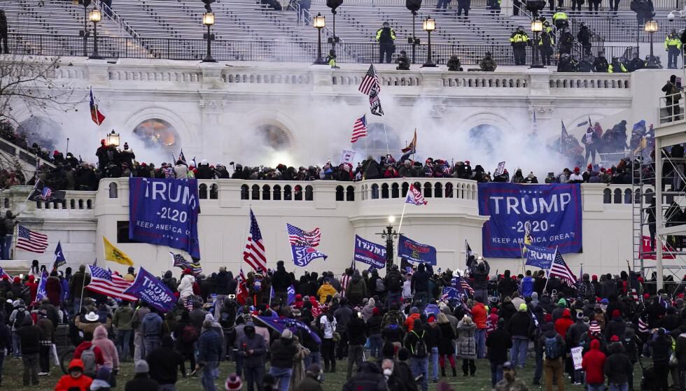 Fem personer mistet livet da Trump-tilhengere stormet Kongressen i januar i år. Foto: John Minchillo / AP / NTB
