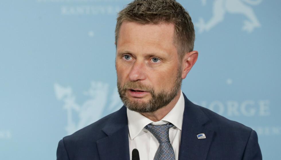 Mange hensyn må tas i vurderingene rundt koronasertifikat, mener helse- og omsorgsminister Bent Høie (H). Foto: Berit Roald / NTB