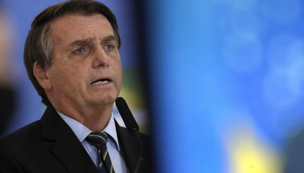 Brasils president Jair Bolsonaro er tilsynelatende villig til å legge om kursen og gjøre mer for å bremse avskogingen i Amazonas. Men han krever internasjonal støtte som kompensasjon. Foto: Eraldo Peres / AP / NTB