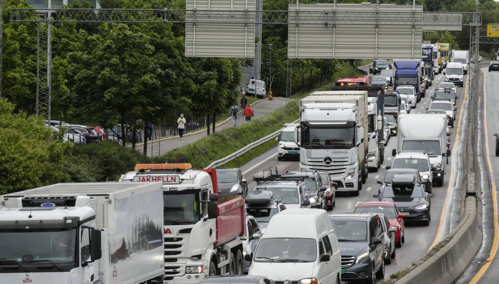 I fjor var det brudd på grenseverdiene for svevestøv i Oslo. Mye av svevestøvet kommer fra veitrafikken. Foto: Vidar Ruud / NTB