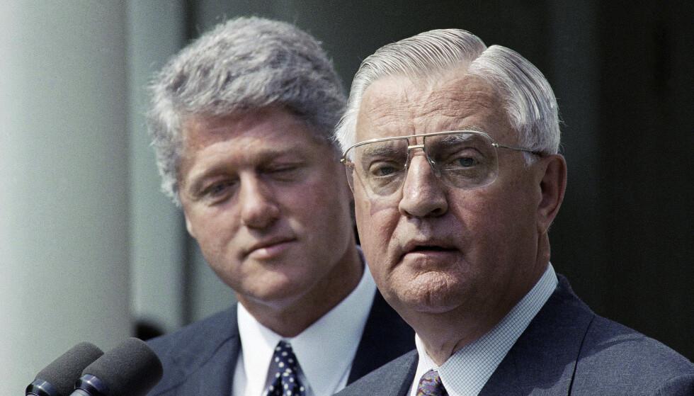 Walter Mondale i 1993 etter at president Bill Clinton utnevnte ham til ambassadør i Japan. Foto: Greg Gibson / AP / NTB