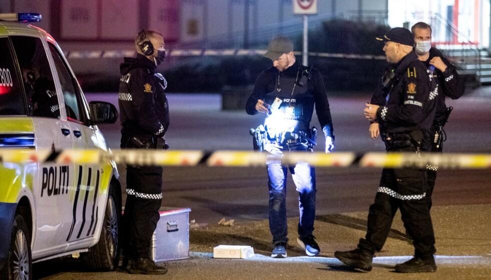 Politiet har foreløpig ikke pågrepet noen etter at en mann i 30-årene ble skutt i Tønsberg tirsdag kveld. Mannen døde på sykehuset. Foto: Trond Reidar Teigen / NTB