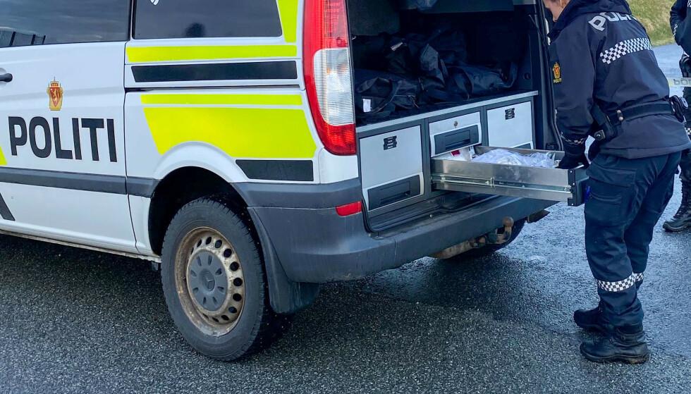 Politiet har startet drapsetterforskning etter at en kvinne ble funnet død på Varaldsøy i Kvinnherad torsdag kveld. Foto: Gunn-Bente Stølen / Grenda / NTB