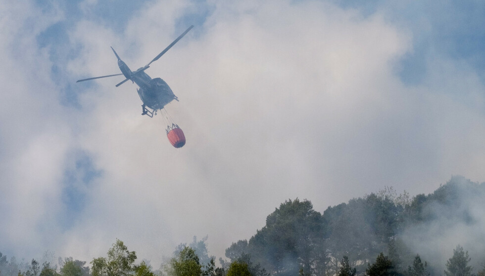 Det er meldt om fare for skogbrann på Østlandet, Sørlandet og i Rogaland. Bildet er tatt i forbindelse med brann i terrenget i Søgne i mai i fjor. Foto: Tor Erik Schrøder / NTB