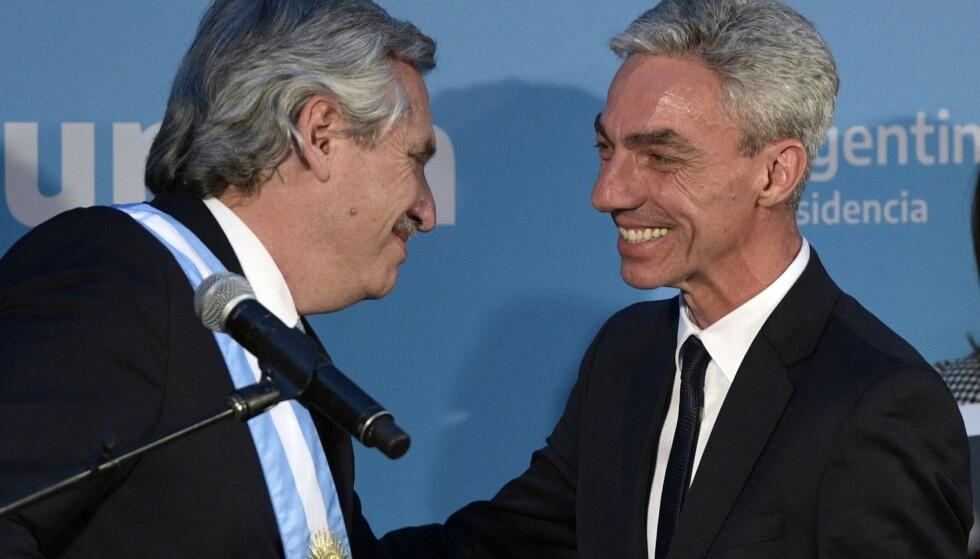 Argentinas transportminister Mario Meoni (til høyre) er død. (Foto: AFP/NTB)