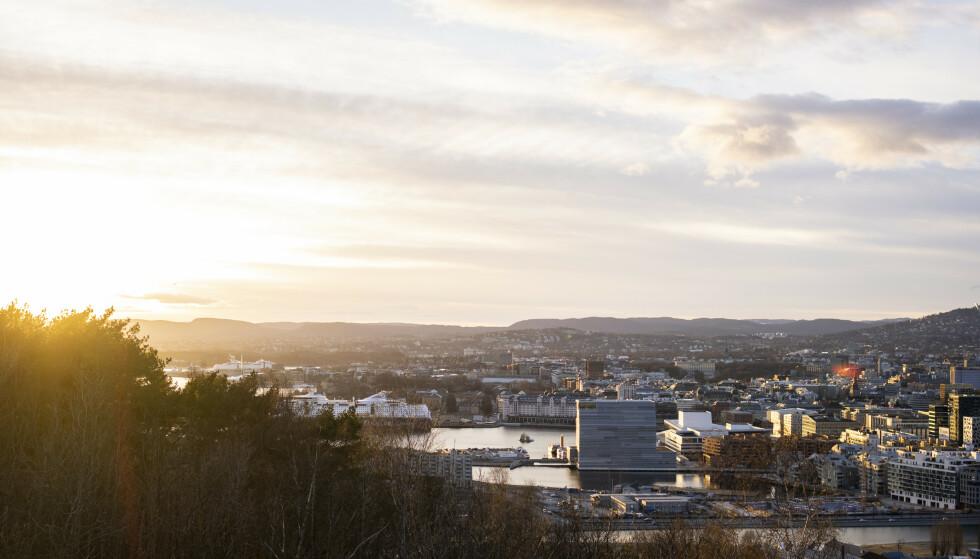 Stadig flere tror på lysere tider og en nedgang i smittetallene framover. Foto: Fredrik Hagen / NTB