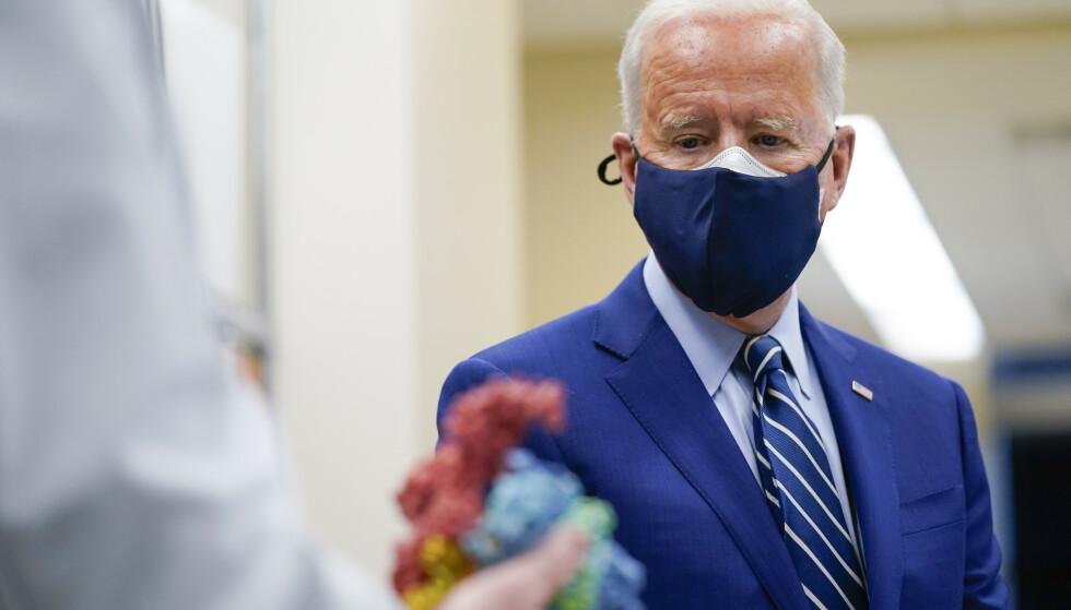 President Joe Biden har denne uken sittet 100 dager ved makten. Velgerne gir ham gode karakterer når det gjelder koronapandemien. Foto: lvan Vucci / AP / NTB