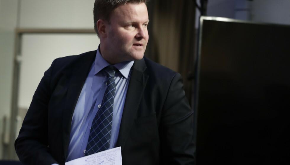 Assisterende direktør i Helsedirektoratet, Espen Rostrup Nakstad under en pressekonferanse om koronasituasjonen. Foto: Berit Roald / NTB