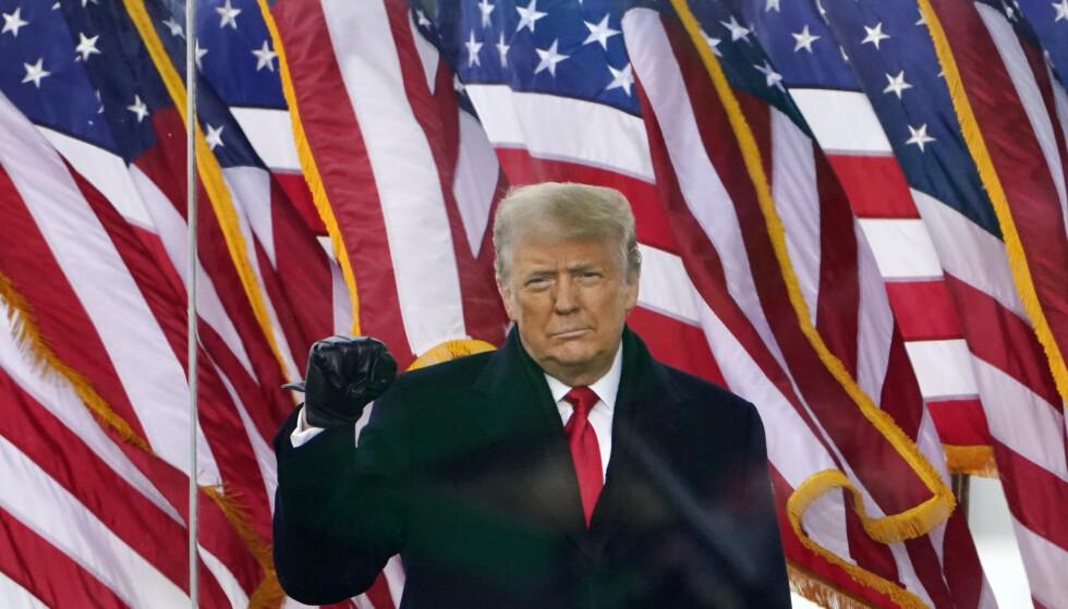 Tidligere president Donald Trump før han talte til sine tilhengere 6 januar, kort tid før Kongressen ble stormet. Det var Trumps meldinger og uttalelser denne dagen som fikk Facebook til å utestenge ham. Foto: Jacquelyn Martin / AP / NTB