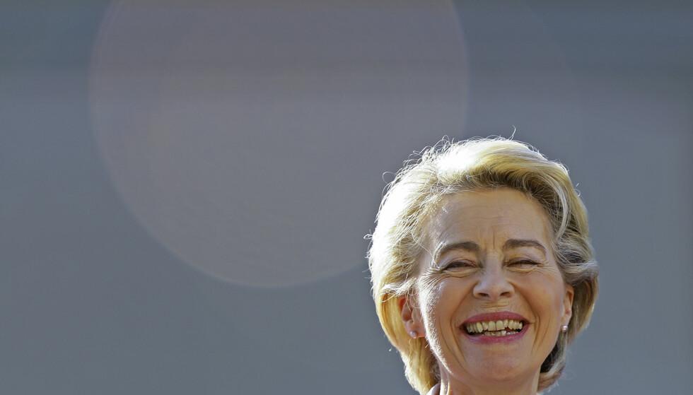 EU-president Ursula von der Leyen kunngjorde lørdag nyheten om at EU har sikret ytterligere 1,8 milliarder doser av Pfizer/Biontech-vaksinen. Foto: Violeta Santos Moura / AP / NTB