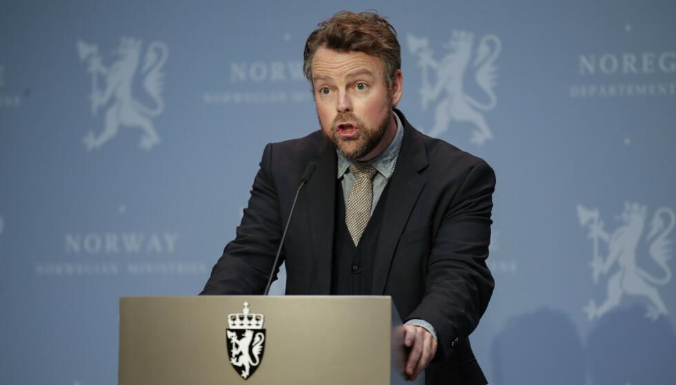 Nye permitteringsregler gir en smidigere overgang til en mer normal situasjon i arbeidslivet, mener arbeids- og sosialminister Torbjørn Røe Isaksen (H). Foto: Jil Yngland / NTB