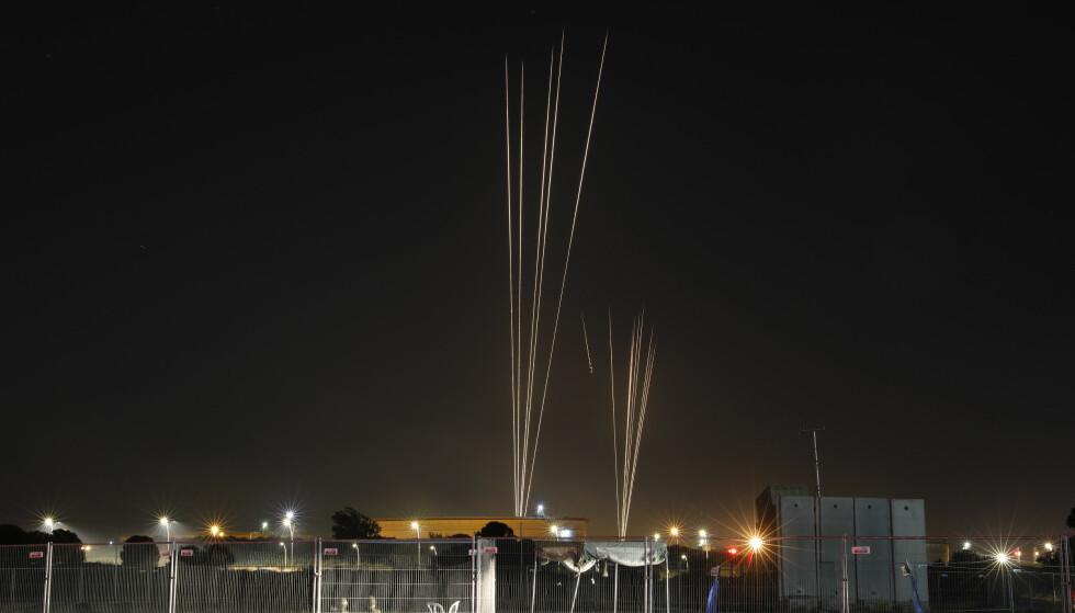 Hamas hevder å ha avfyrt 130 raketter mot Tel Aviv tirsdag kveld. Foto: AP / NTB