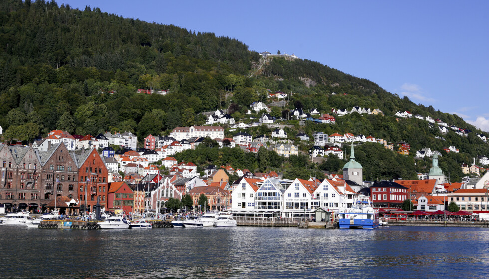 Sju av ti bedrifter i Vestland har færre bestillinger nå i mai enn i et normalår i sommermånedene. Her fra Vågen i Bergen, med utsikt mot Bryggen og Fisketorget. Fløibanen midt i bildet. Foto: Marianne Løvland / NTB