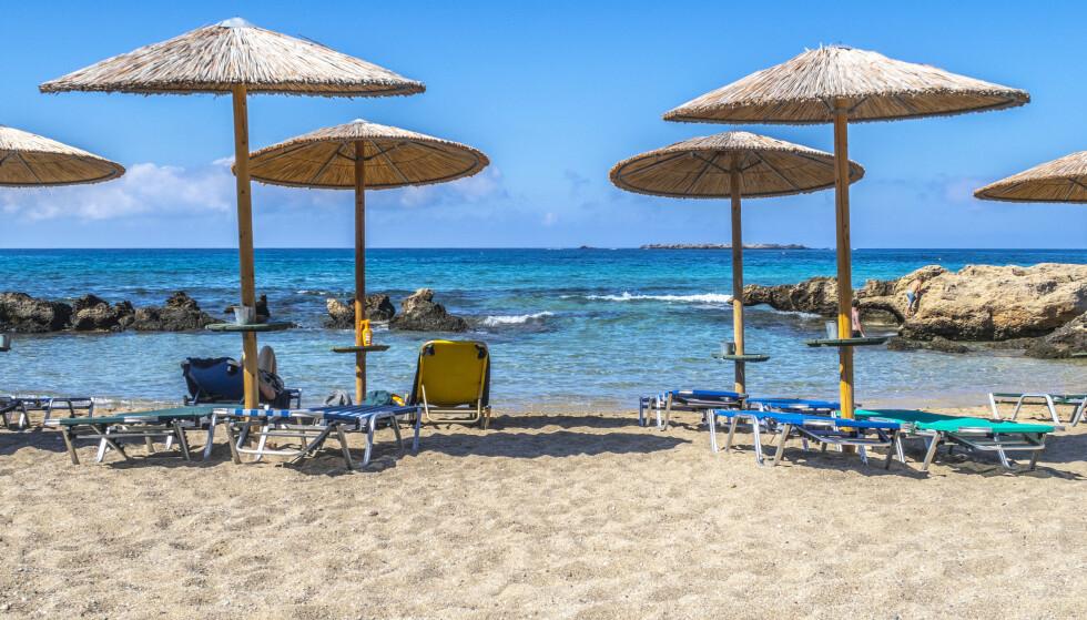 Kreta 20190927 Parasoller på stranden ved Falasserna på Kreta i Hellas. Foto: Halvard Alvik / NTB