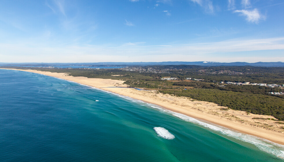 Angrepet skjedde ved Tuncurry Beach, som også er kjent som Nine Mile beach utenfor Sydney. Foto: Ben Jeayes / Shutterstock / NTB scanpix