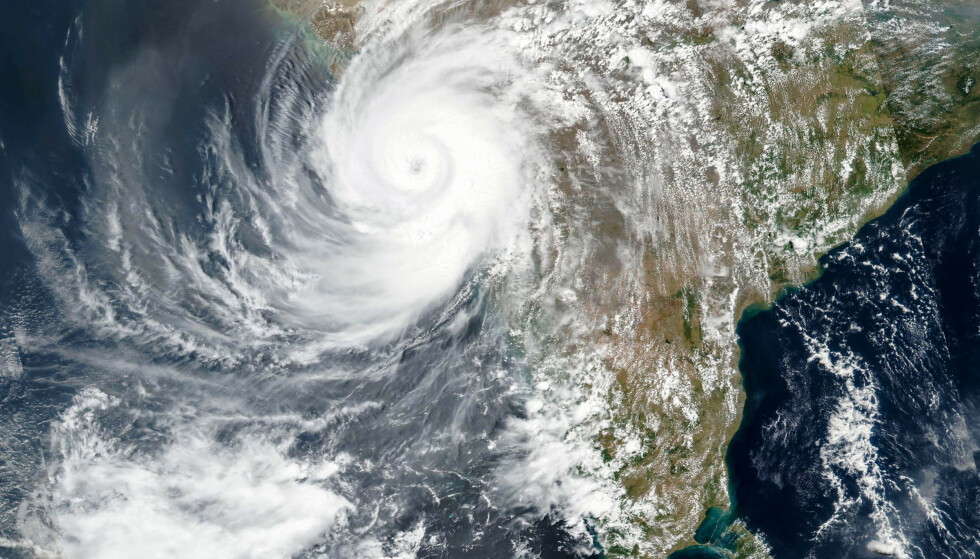 Et satellittbilde som viser syklingen Tauktae da den traff vestkysten av India. Foto: EOSDIS via AP / NTB