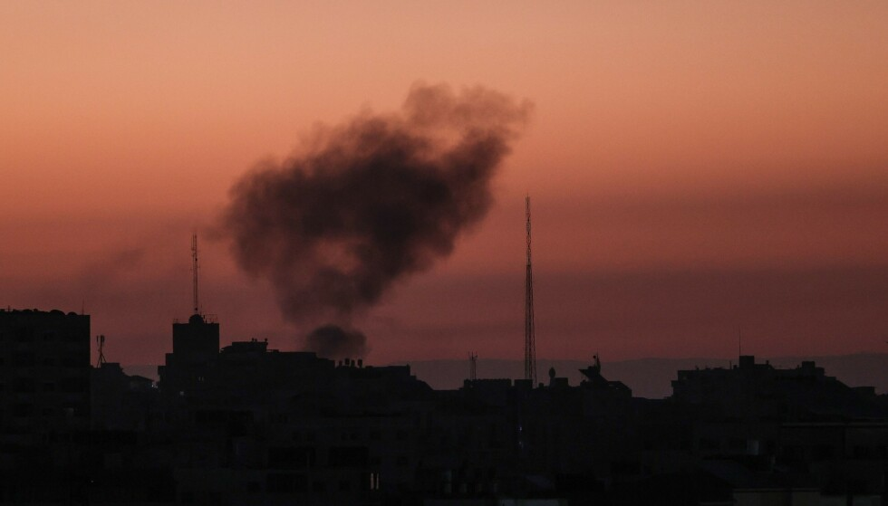 Røyken etter et israelsk luftangrep i Gaza 19. mai. Foto: MOHAMMED ABED / AFP / NTB scanpix
