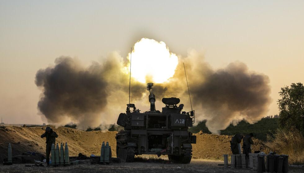 Israel fortsatte natt til torsdag angrepene mot mål på Gazastripen, men rakettangrepene mot Israel stilnet. Foto: AP / NTB