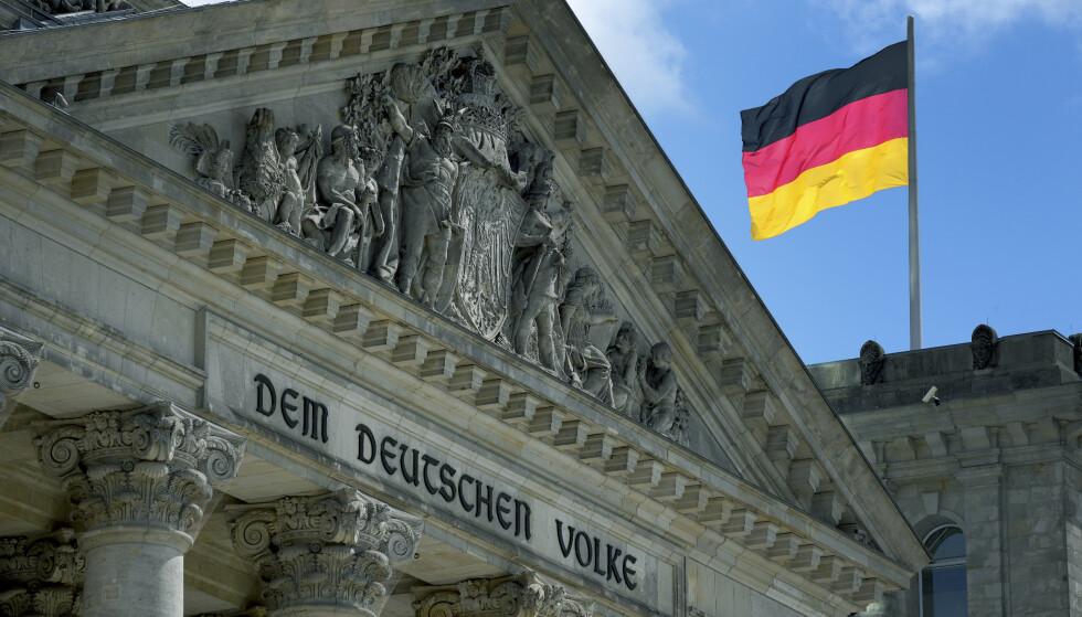 En tysk soldat står for retten mistenkt for å ha planlagt terrorhandlinger mot tyske politikere. Han opptrådte forkledd som asylsøker fra Damaskus uten på kunne ett ord arabisk. Bildet viser den føderale nasjonalforsamlingen i Berlin. Foto: AP / NTB