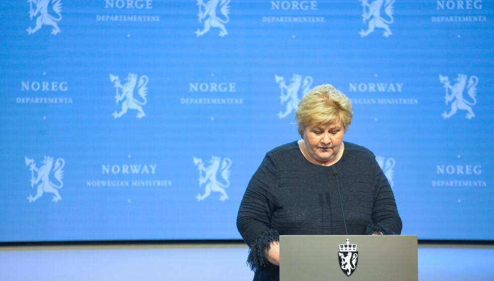 Statsminister Erna Solberg tar med seg tre statsråder til pressekonferanse fredag formiddag. Foto: Annika Byrde / NTB