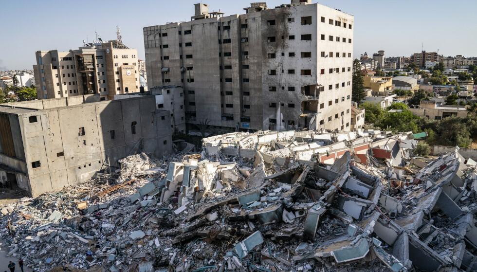 Restene av al-Jalaa-bygget i Gaza etter at det ble bombet av israelske fly. Foto: John Minchillo / AP / NTB