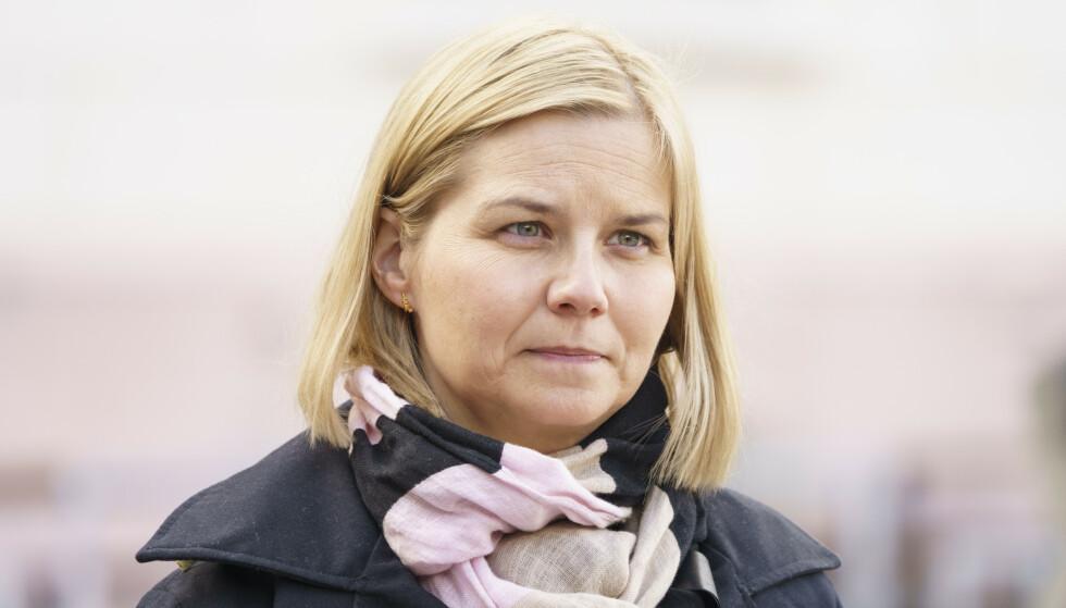 Venstre-leder og kunnskapsminister Guri Melby sier kommunene ikke har lov til å avlyse muntlig eksamen på grunnlag av manglende opplæring gjennom året. Foto: Torstein Bøe / NTB