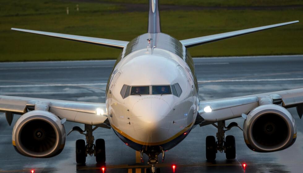 Et Ryanair-fly på vei fra Aten til Vilnius med den hviterussiske regimekritikeren Roman Protasevitsj om bord ble tvunget til å lande i Minsk søndag. Foto: Mindaugas Kulbis / AP / NTB