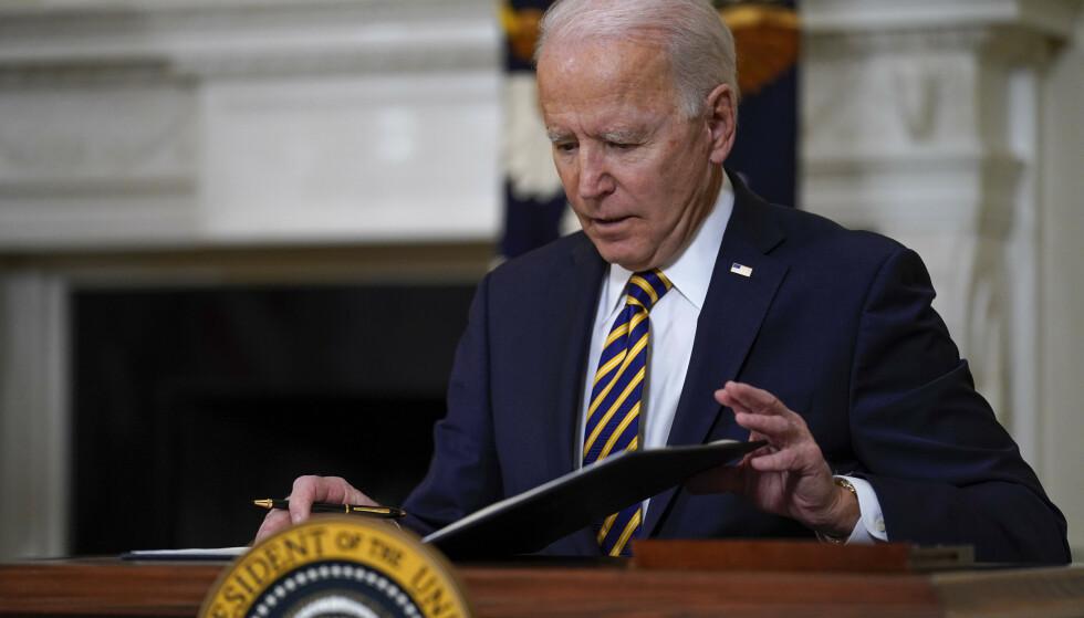USAs president Joe Biden støtter sanksjoner mot Hviterussland etter at landet tvang et Ryanair-fly til å lande der på vei fra Aten til Vilnius med en hviterussisk regimekritiker om bord. Arkivfoto: Evan Vucci / AP / NTB