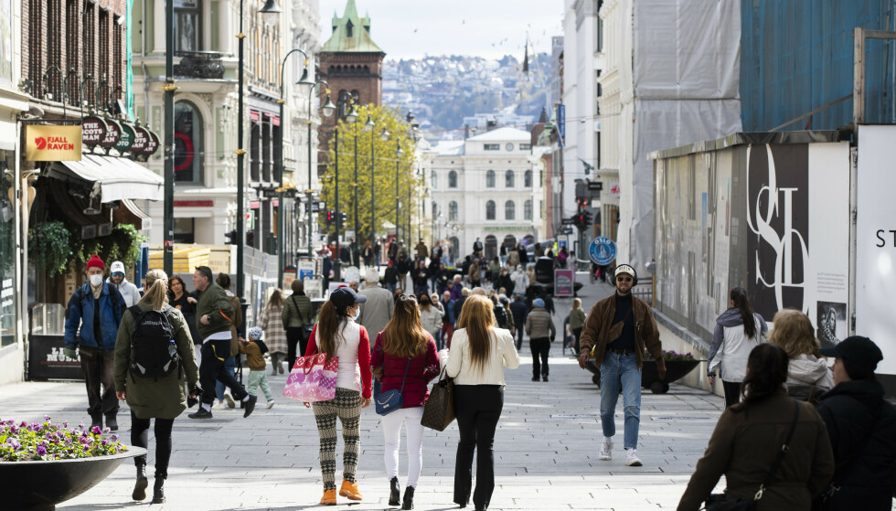 Karl Johans gate etter at butikkene i Oslo ble åpnet igjen 6. mai. Nå skal både Oslo og resten av landet gjenåpnes ytterligere. Foto: Berit Roald / NTB