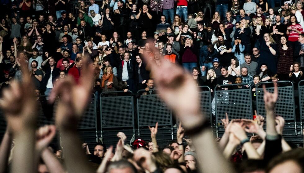 Hvis FHI får de som de ønsker, skal det i juni holdes flere testkonserter med 5.000 publikummere som skal testes før konserten og én uke i etterkant av den. Her et bilde fra en Greenday-konsert i Oslo Spektrum i 2017. Arkivfoto: Jon Olav Nesvold / NTB
