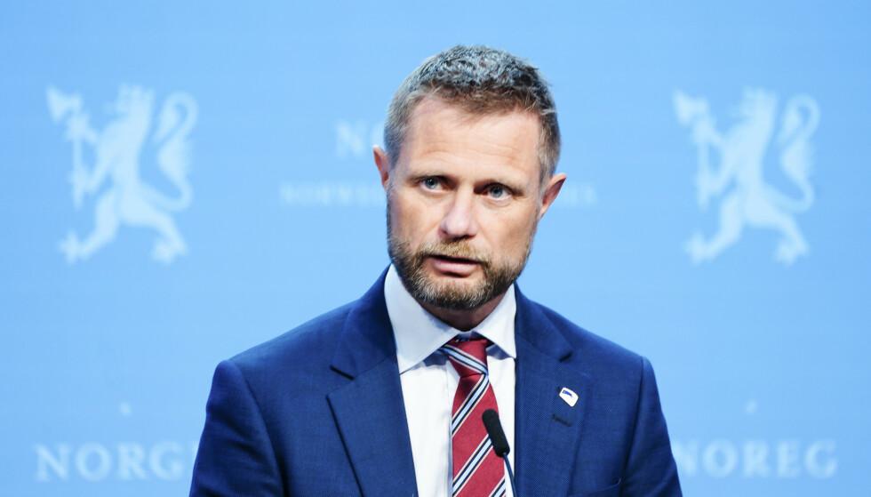 Helseminister Bent Høie takker nei til å gå foran i vaksinekøen. (Foto: Terje Pedersen / NTB)