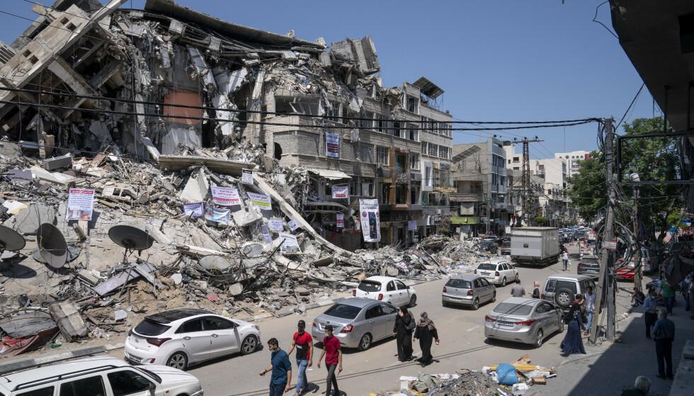Ødeleggelsene etter elleve dager med israelske fly- og artilleriangrep er store på Gazastripen, men USAs utenriksminister Antony Blinken lover nå støtte til gjenoppbygging. Foto: AP / NTB