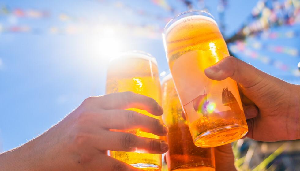 Sommer, sol og utepils kan være i vente for Oslos innbyggere. Onsdag blir det igjen mulig å ta seg en øl på restauranter og skjenkesteder i hovedstaden etter 199 dager med forbud. Illustrasjonsfoto: Stian Lysberg Solum / NTB.