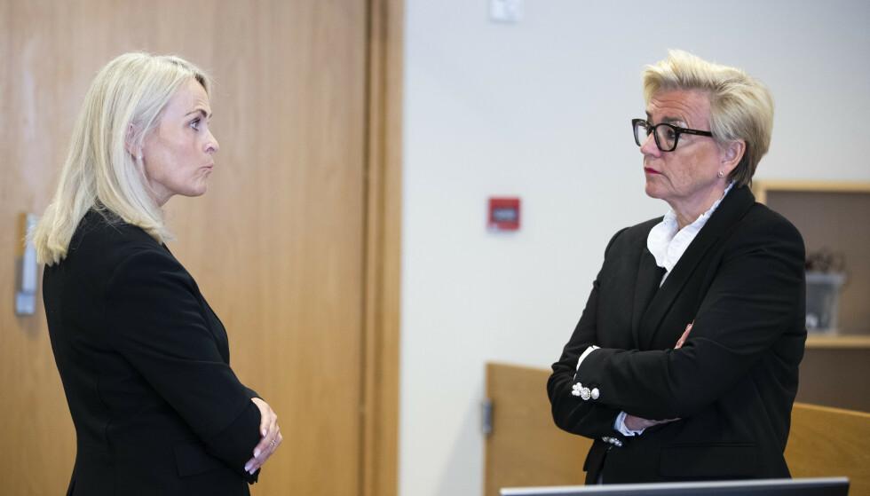 Statsadvokat Ane Evang (t.v.) og forsvarsadvokat Gunhild Lærum under rettssaken mot kvinnen som er tiltalt for å ha drept sine to sønner i Lørenskog i fjor sommer. Foto: Berit Roald / NTB