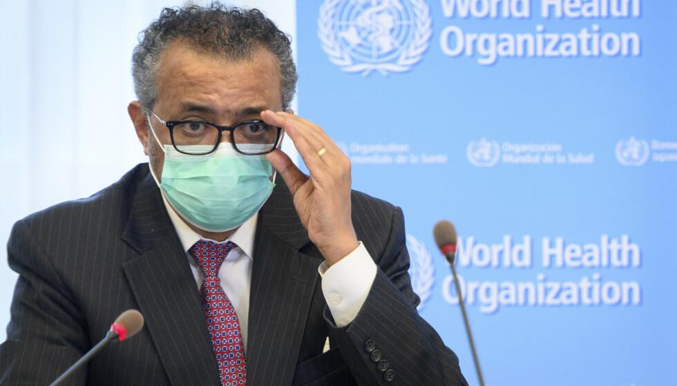 Verdens helseorganisasjon (WHO) og generalsekretær Tedros Adhanom Ghebreyesus håper det nye systemet for navngiving av virusvarianter skal være enkelt å huske og ikke stigmatisere land. Foto: Laurent Gillieron / Keystone via AP / NTB