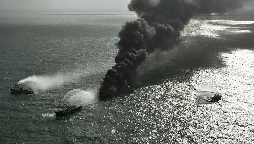 Konteinerskipet begynte å brenne 20. mai. Arkivfoto: Sri Lanka Air Force / AP / NTB
