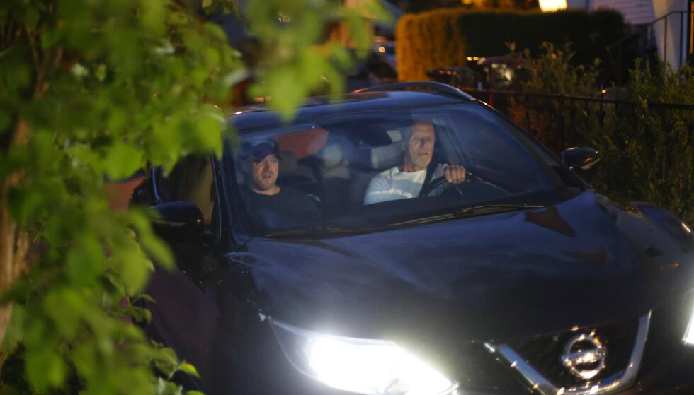 Viggo Kristiansen (t.v.) og hans fra Svein Kristiansen kommer hjem til Kristiansand like før halv fire natt til onsdag. Foto: Tor Erik Schrøder / NTB