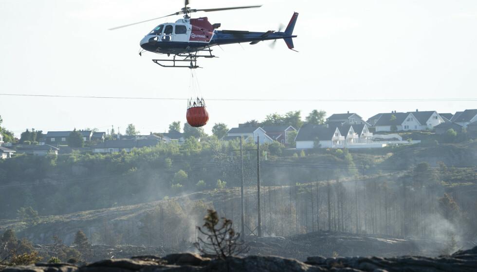 Det jobbes med etterslukking av brannen på Sotra i Vestland fylkeFoto: Terje Pedersen / NTB
