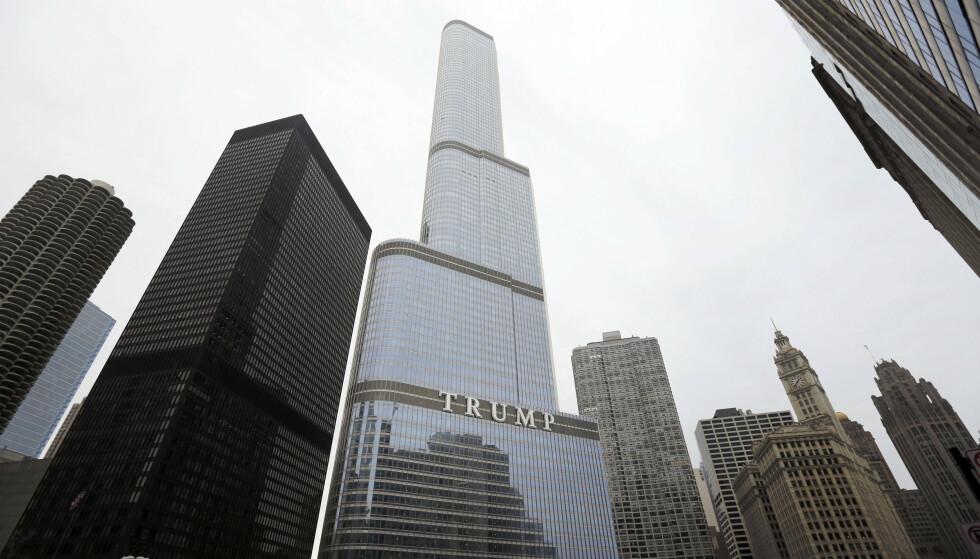 Trump International Hotel and Tower in Chicago, der prisene for leiligheter har falt med 34 prosent i løpet av Donald Trumps presidentperiode, mot 6 prosent for 65 lignende bygg i byen. Foto: Charles Rex Arbogast / AP / NTB
