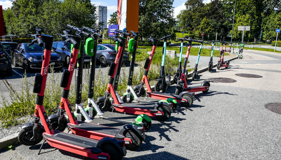 Flere aktører kjemper om elsparkesykkel-markedet i Oslo. Nå vil byrådet har regulering og et forslag er sendt på høring. Foto: Lise Åserud / NTB