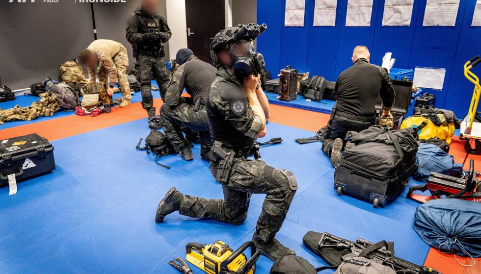 Det er gjennomført over 500 ransakelser, og forhindret minst 21 drap i Australia. FOTO: AUSTRALIAN FEDERAL POLICE via NTB