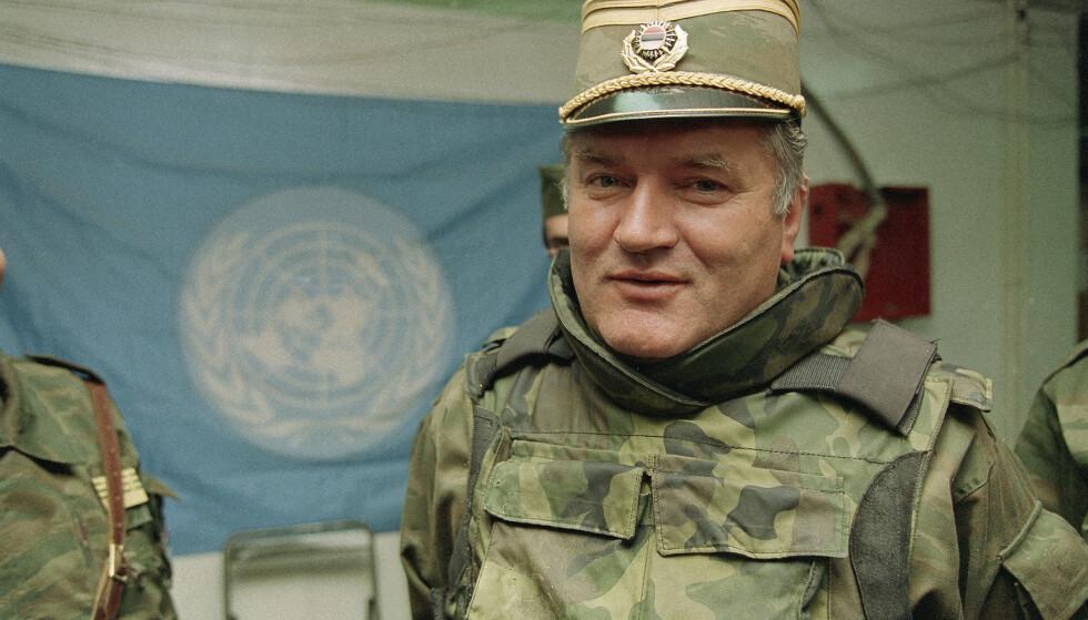 Ratko Mladic under krigen i Bosnia i 1993. Han blir trolig dømt til livstid i fengsel tirsdag. (AP Photo/Jerome Delay, File)
