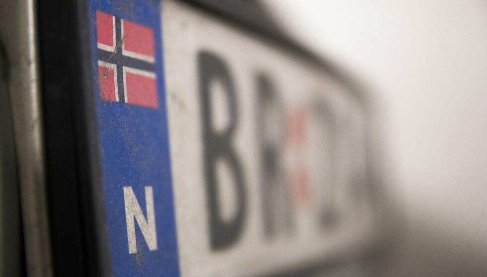 Statens vegvesen vil innføre en ordning hvor man kan midlertidig avregistrere kjøretøyet uten å levere inn kjennemerker, som bilskilt. Foto: Terje Pedersen / NTB