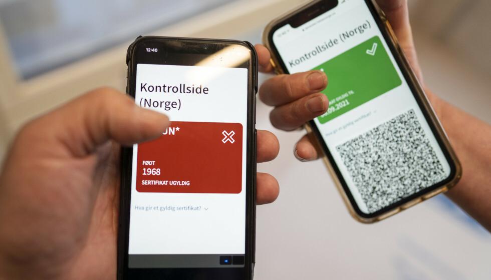 CORONASERTIFIKATET: Nå kan må gå inn å sjekke det norske coronasertifikatet.Foto: Heiko Junge / NTB