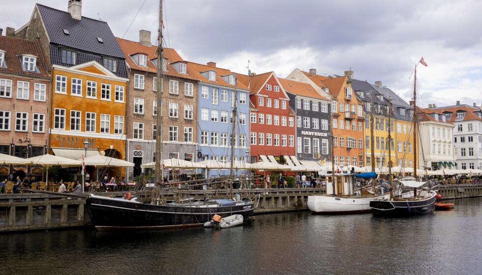 Fra mandag er det kun på kollektivtrafikk at danskene må bruke munnbind. (Foto: Fredrik Hagen / NTB)