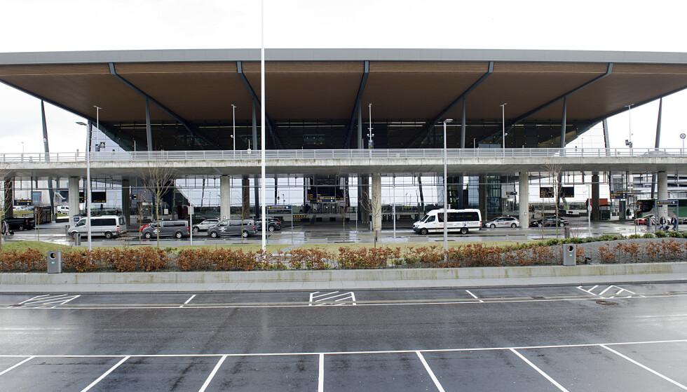 Seks personer er bøtelagt for å ha droppet karantenehotell i Vestland etter å ha ankommet Bergen lufthavn, Flesland. Arkivfoto: Marit Hommedal / NTB