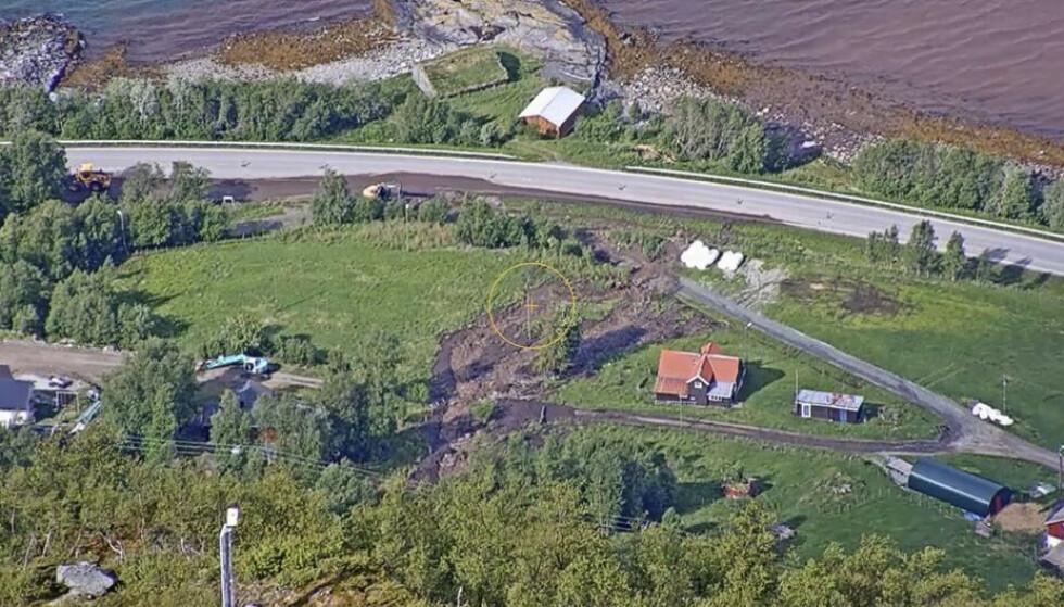 Kommunen har satt kriseledelse etter et jordras i Indre-Nordnes i Kåfjord kommune.Kommunen er i kontakt med NVE, politiet og Statens vegvesen.Foto: NVE / NTB